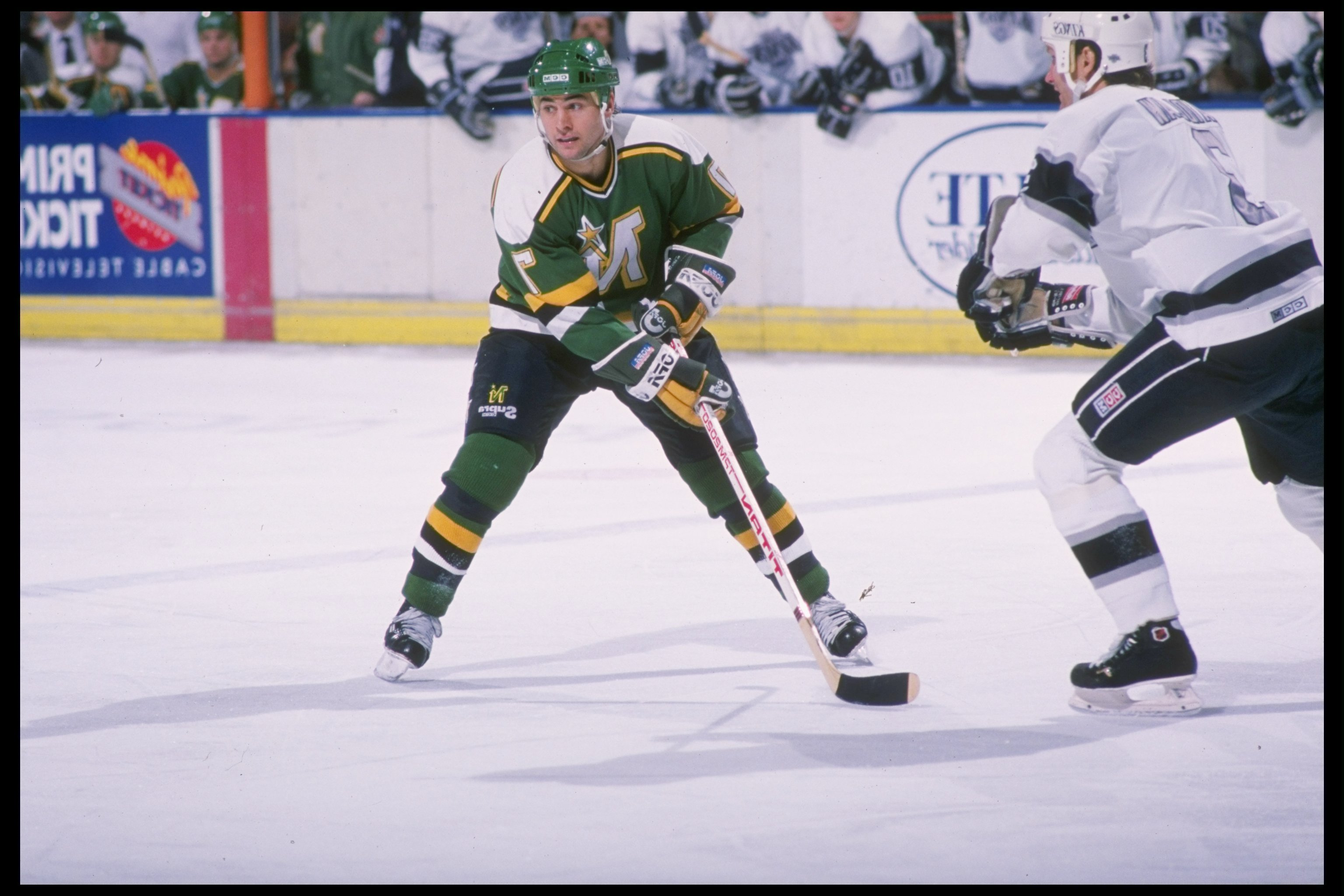1989:  Neal Broten of the Minnesota Northstars in action during the Northstars versus Los Angeles Kings match at the Great Western Forum in Inglewood, California. Mandatory Credit: Mike Powell  /Allsport