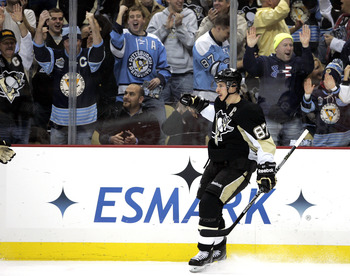 PITTSBURGH, PA - DECEMBER 28:  Sidney Crosby #87 of the Pittsburgh Penguins celebrates his second goal of the game in the first period against the Atlanta Thrashers at Consol Energy Center on December 28, 2010 in Pittsburgh, Pennsylvania.  (Photo by Justi