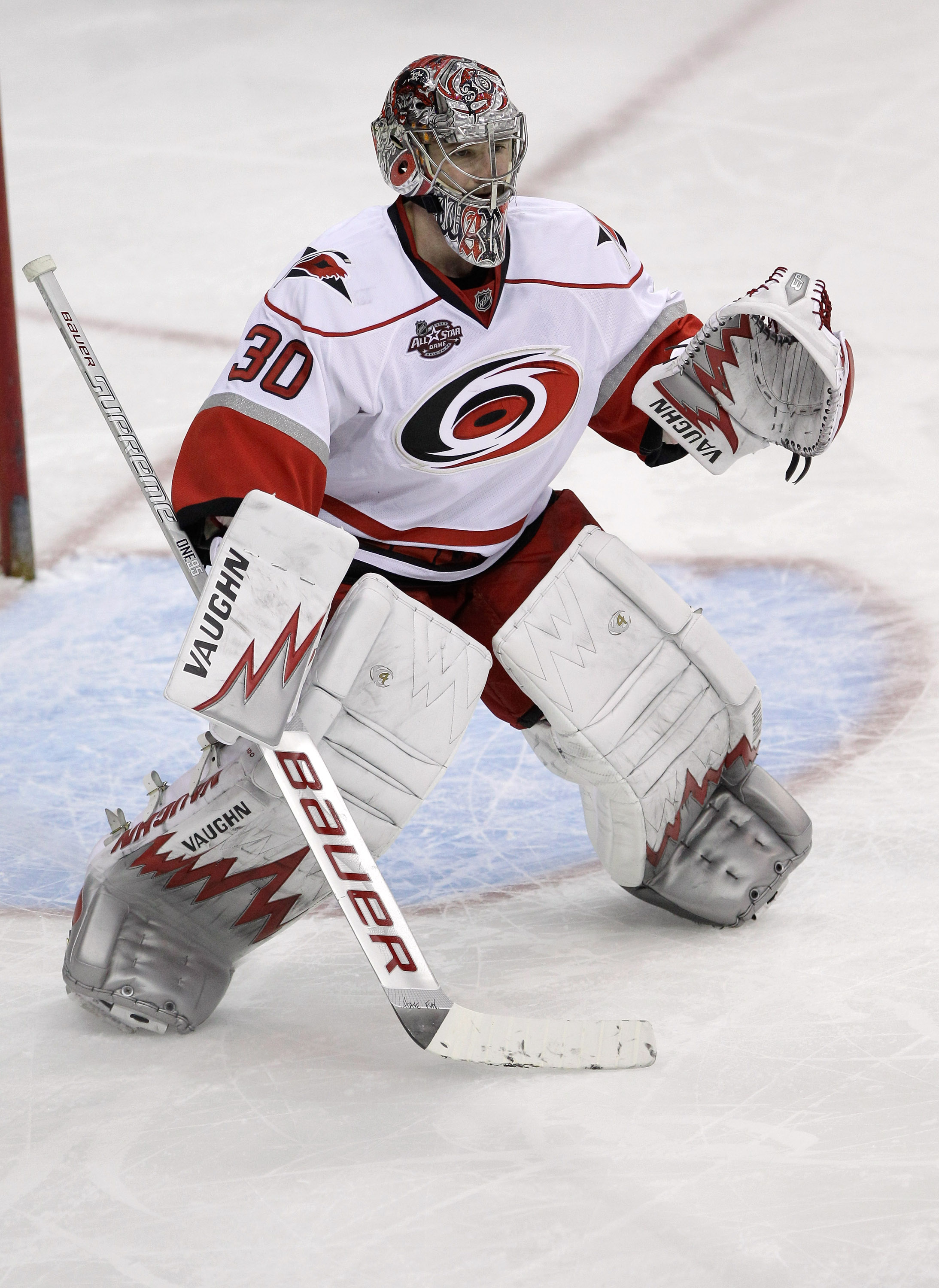 754491300 WASHINGTON, DC - MARCH 29: Goalie Cam Ward #30 of the Carolina Hurricanes