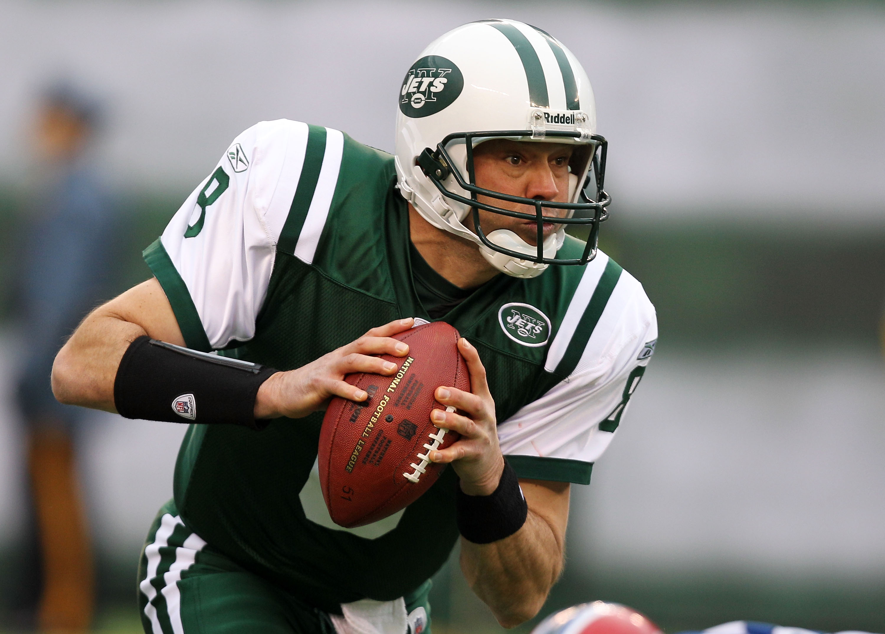 EAST RUTHERFORD, NJ - JANUARY 02:  Mark Brunell #8 of the New York Jets scrambles against the Buffalo Bills at New Meadowlands Stadium on January 2, 2011 in East Rutherford, New Jersey.  (Photo by Michael Heiman/Getty Images)