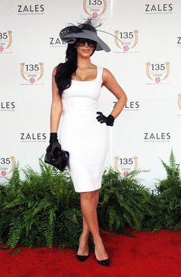 LOUISVILLE, KY - MAY 02: Kim Kardashian arrives at the 135th Kentucky Derby at Churchill Downs on May 2, 2009 in Louisville, Kentucky. (Photo by Jeff Gentner/Getty Images)