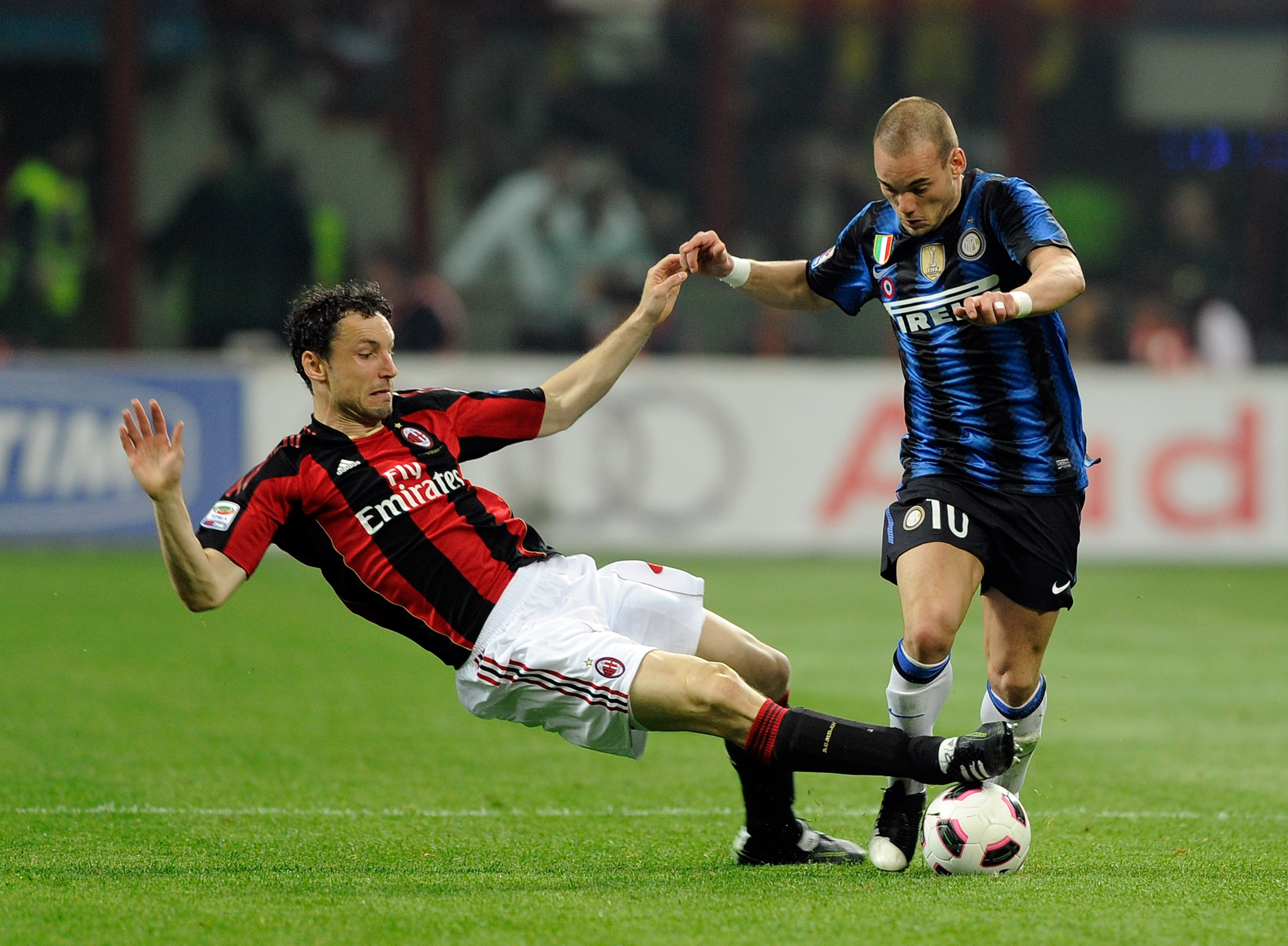 MILAN, ITALY - APRIL 02:  Wesley Sneijder of FC Inter Milan and Mark Van Bommel of AC Milan during the Serie A match between AC Milan and FC Internazionale Milano at Stadio Giuseppe Meazza on April 2, 2011 in Milan, Italy.  (Photo by Claudio Villa/Getty I