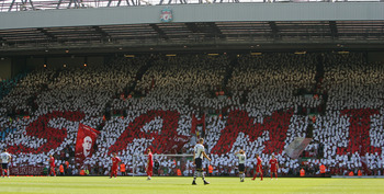 LIVERPOOL, ENGLAND - MAY 24:  The Kop pay tribute to Sami Hyypia of Liverpool during his last game for Liverpool in the Barclays  Premier League match between Liverpool and Tottenham Hotspur at Anfield on May 24, 2009 in Liverpool, England.  (Photo by Ale