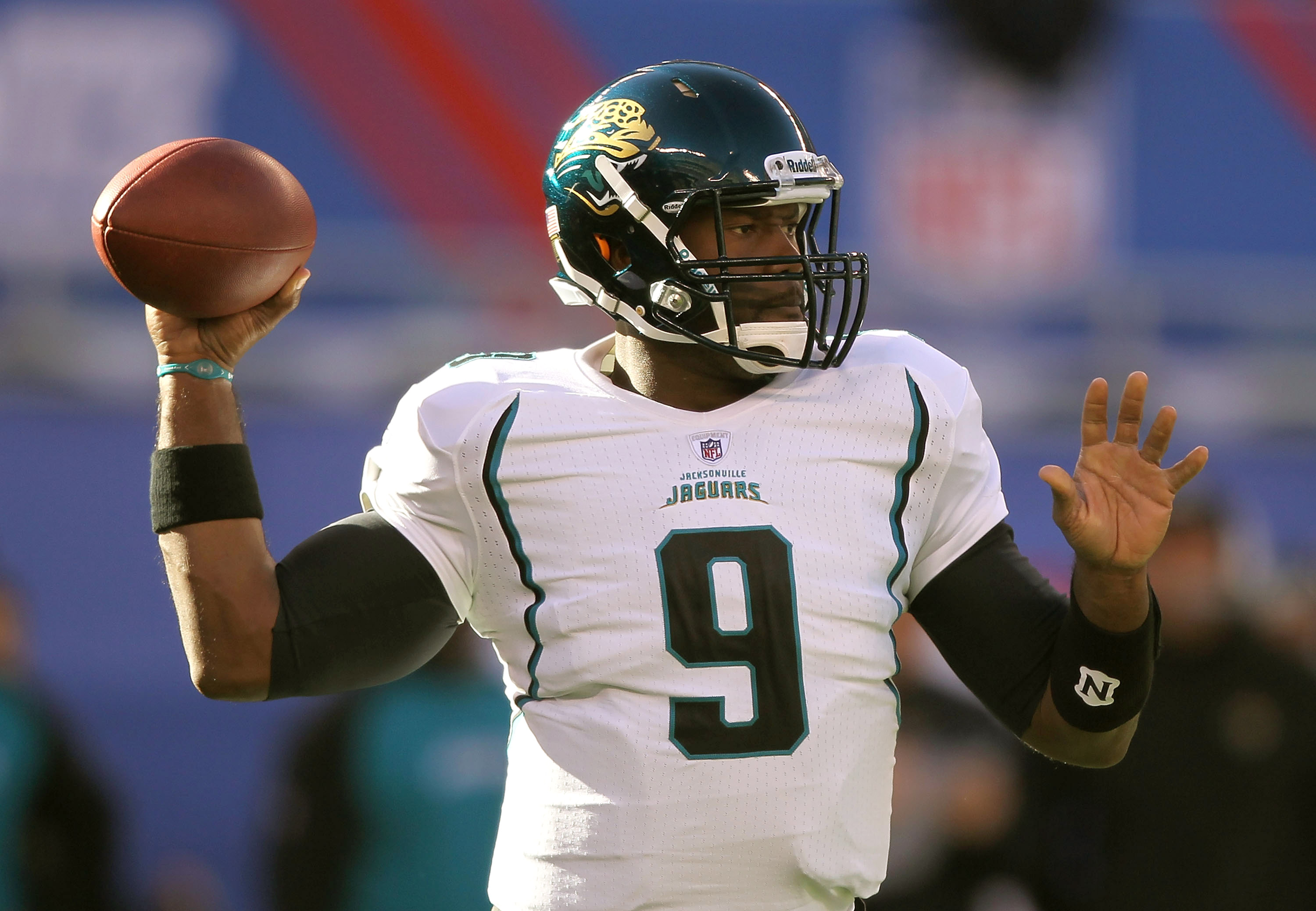 EAST RUTHERFORD, NJ - NOVEMBER 28:  David Garrard #9 of the Jacksonville Jaguars passes the ball against  the New York Giants during the second Quarter of their game on November 28, 2010 at The New Meadowlands Stadium in East Rutherford, New Jersey.  (Pho