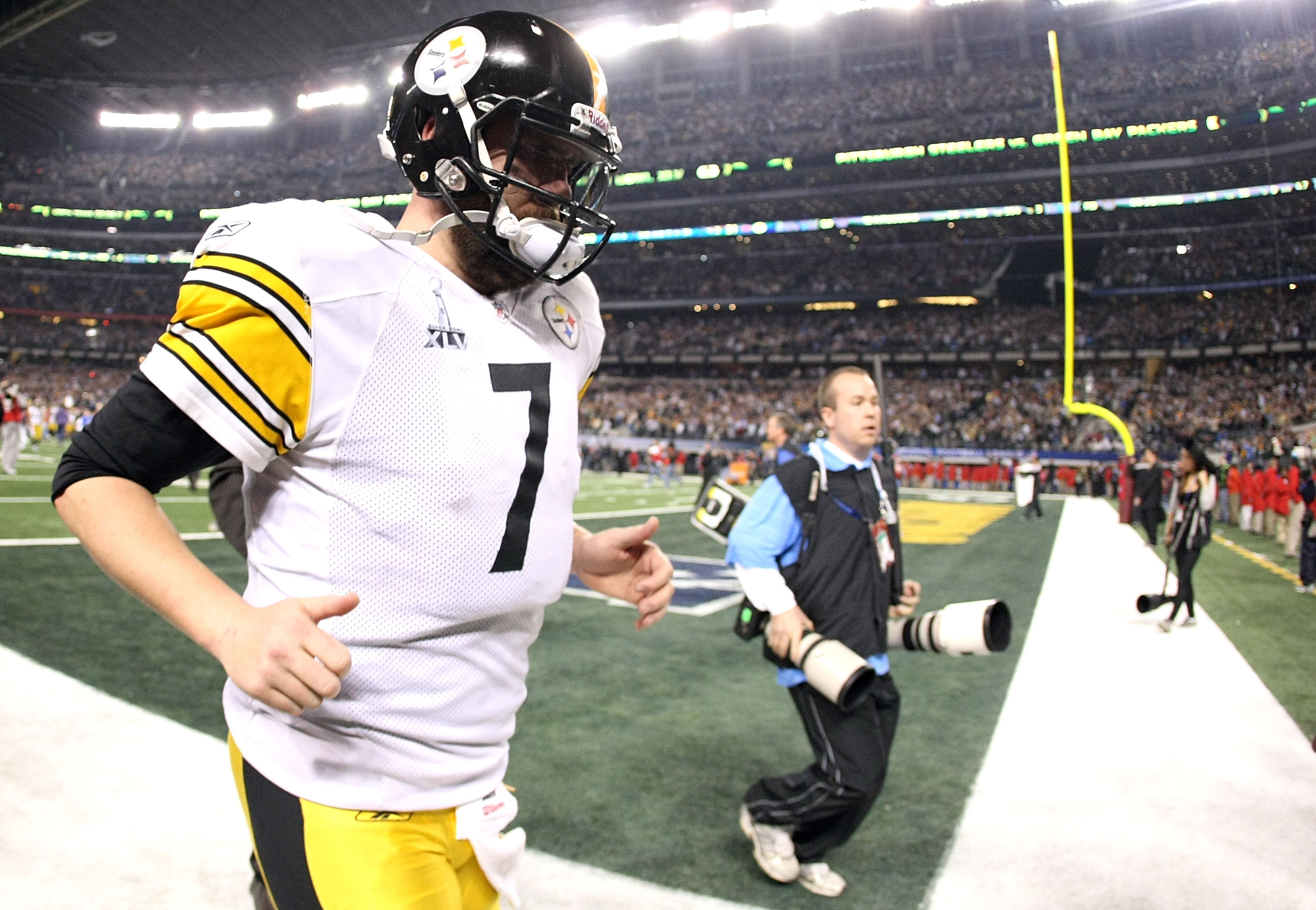 ARLINGTON, TX - FEBRUARY 06:  Ben Roethlisberger #7 of the Pittsburgh Steelers walks off the field after losing to the Green Bay Packers during Super Bowl XLV at Cowboys Stadium on February 6, 2011 in Arlington, Texas.  (Photo by Doug Pensinger/Getty Imag