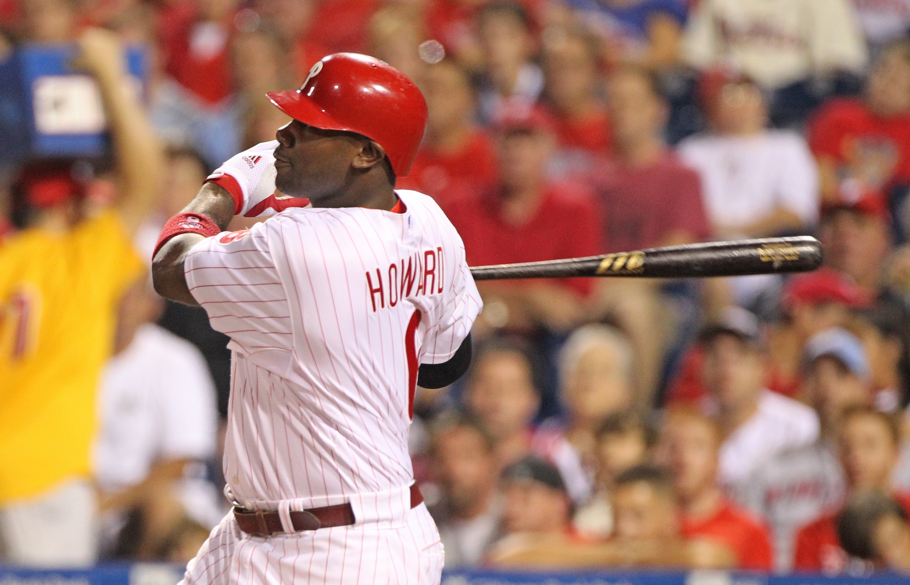 PHILADELPHIA - SEPTEMBER 25: First baseman Ryan Howard #6 of the Philadelphia Phillies hits a first inning two-run home run during a game against the New York Mets at Citizens Bank Park on September 25, 2010 in Philadelphia, Pennsylvania. (Photo by Hunter