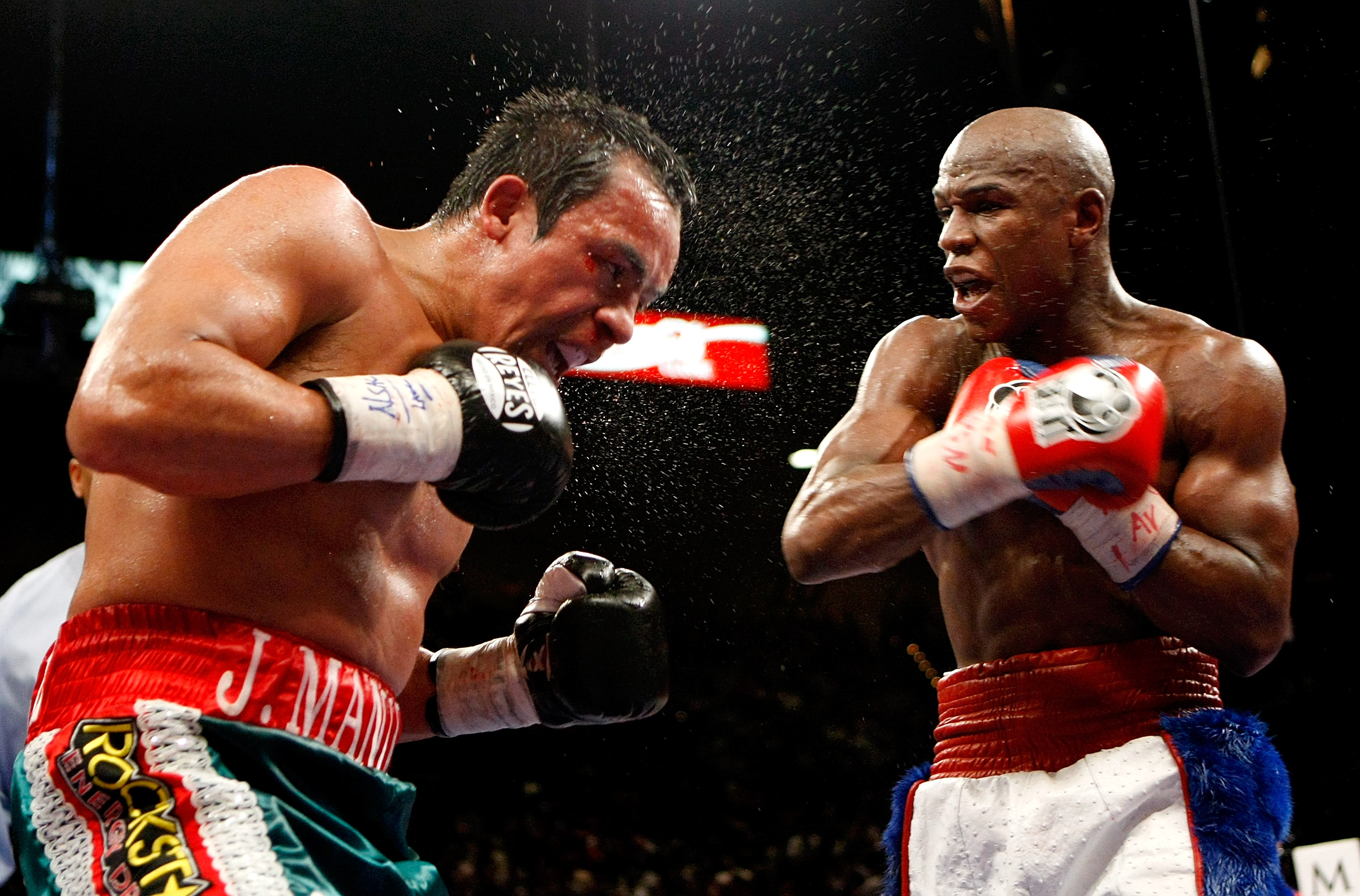 LAS VEGAS - SEPTEMBER 19:  Juan Manuel Marquez (L) and Floyd Mayweather Jr. battle in the ninth round of their fight at the MGM Grand Garden Arena September 19, 2009 in Las Vegas, Nevada. Mayweather won by unanimous decision.  (Photo by Ethan Miller/Getty