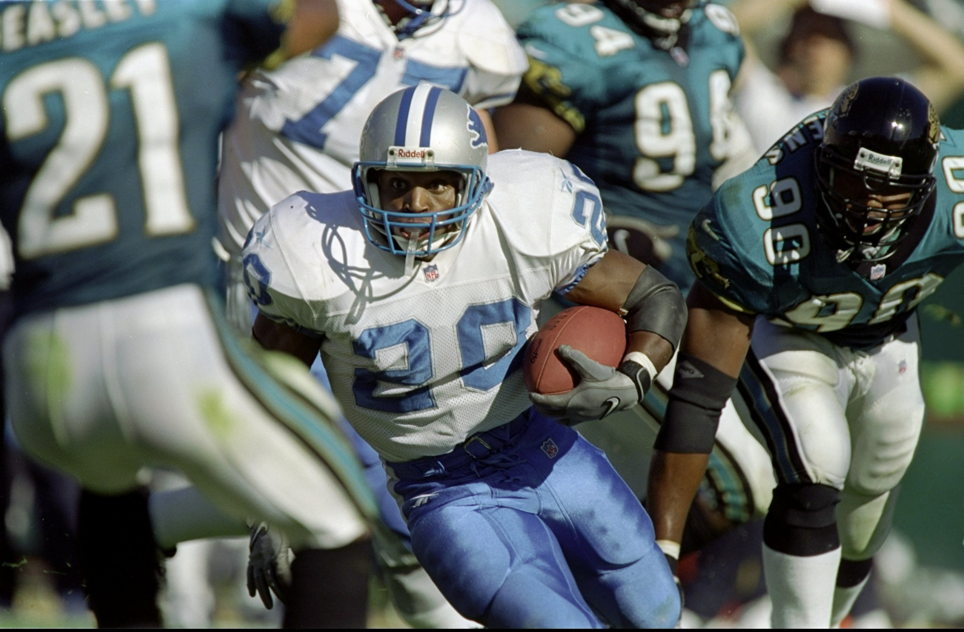 6 Dec 1998: Barry Sanders #20 of the Detroit Lions runs with the ball during the game against the Jacksonville Jaguars at Alltel Stadium in Jacksonville, Florida. The Jaguars defeated the Lions 37-22. Mandatory Credit: Eliot J. Schechter  /Allsport