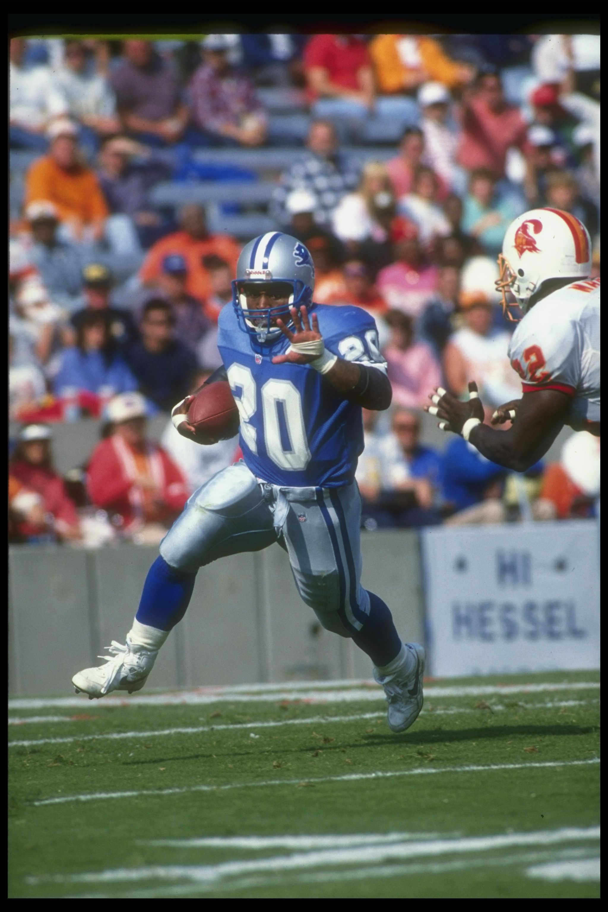 10 Nov 1991: Running back Barry Sanders of the Detroit Lions moves the ball during a game against the Tampa Bay Buccaneers at Tampa Stadium in Tampa, Florida. The Buccaneers won the game, 30-21.