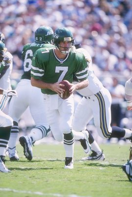 13 Oct 1996: Quarterback Frank Reich #7 of the New York Jets scans the field for an open receiver as he drops back to pass during a play in the Jets 21-17 loss to the Jacksonville Jaguars at Jacksonville Stadium in Jacksonville, Florida.  Mandatory Credit