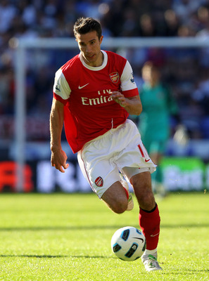 BOLTON, ENGLAND - APRIL 24:  Robin van Persie of Arsenal in action during the Barclays Premier League match between Bolton Wanderers and Arsenal at the Reebok Stadium on April 24, 2011 in Bolton, England.  (Photo by Clive Brunskill/Getty Images)
