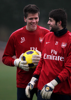 ST ALBANS, ENGLAND - DECEMBER 15:  Goalkeepers, Wojciech Szczesny and Lukasz Fabianski have a laugh during the Arsenal Training Session at London Colney on December 15, 2010 in St Albans, England.  (Photo by Dean Mouhtaropoulos/Getty Images)