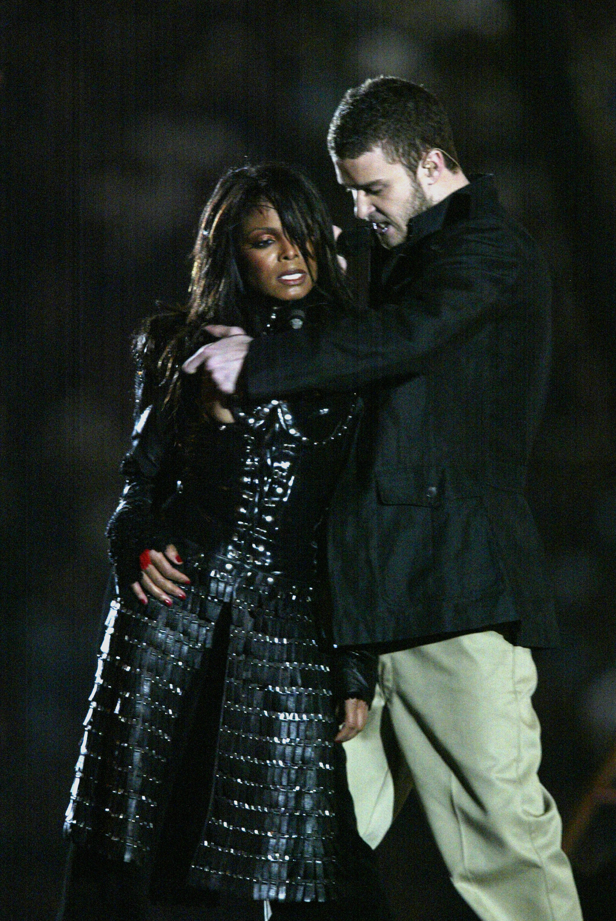 HOUSTON, TX - FEBRUARY 1:  Singers Janet Jackson and Justin Timberlake perform during the halftime show at Super Bowl XXXVIII between the New England Patriots and the Carolina Panthers at Reliant Stadium on February 1, 2004 in Houston, Texas. (Photo by Do