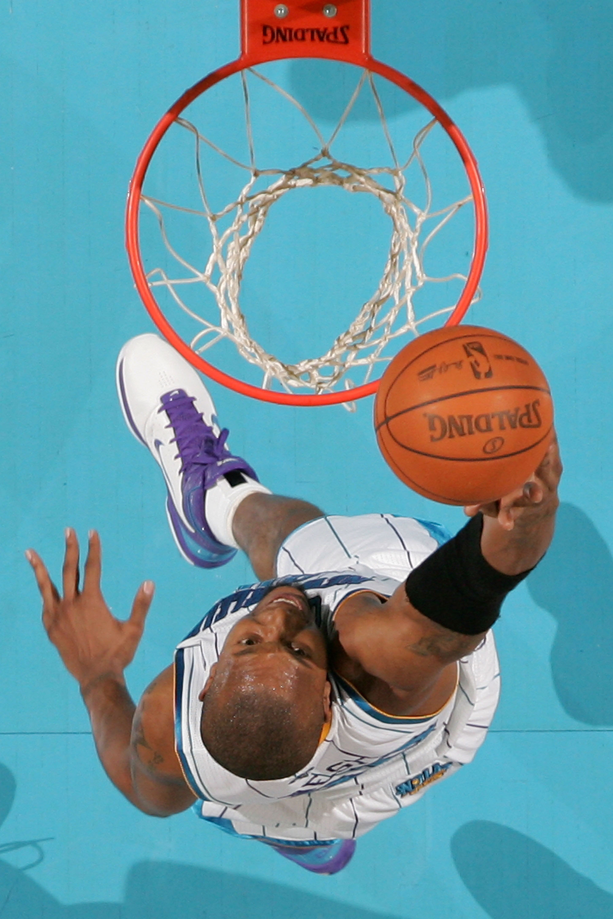NEW ORLEANS - NOVEMBER 17:  David West #30 of the New Orleans Hornets dunks the ball during the game against the Dallas Mavericks at the New Orleans Arena on November 17, 2010 in New Orleans, Louisiana.  NOTE TO USER: User expressly acknowledges and agree