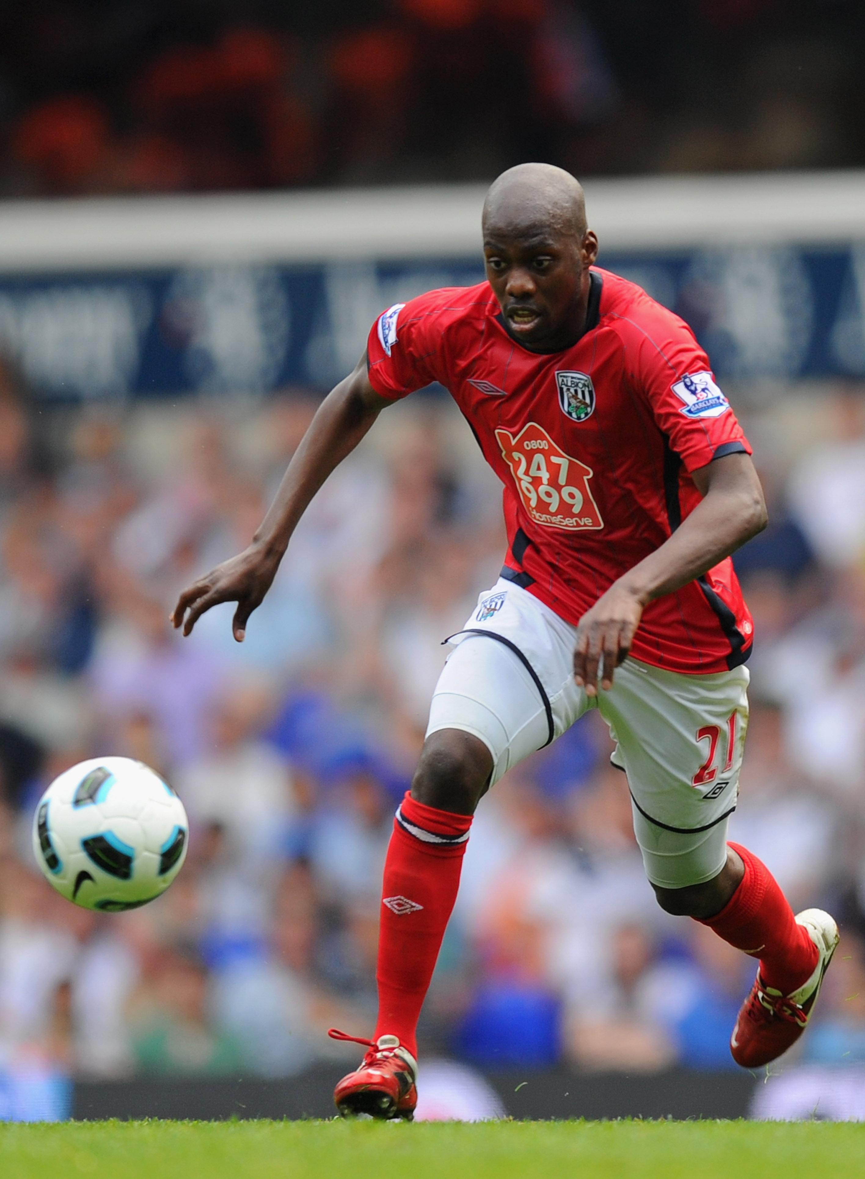 73c226c8566 LONDON, ENGLAND - APRIL 23: Youssouf Mulumbu of West Brom on the ball during