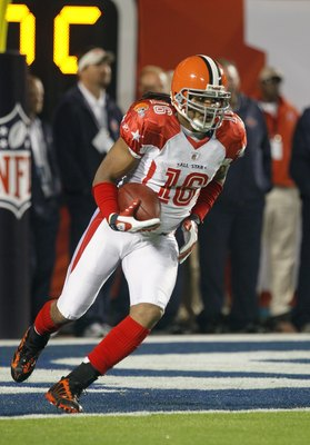 MIAMI GARDENS, FL - JANUARY 31:  Josh Cribbs #16 of the AFC's Cleveland Borwns runs with the ball for yardage during the 2010 AFC-NFC Pro Bowl game at Sun Life Stadium on January 31, 2010 in Miami Gardens, Florida. The AFC defeated the NFC 41-34. (Photo b