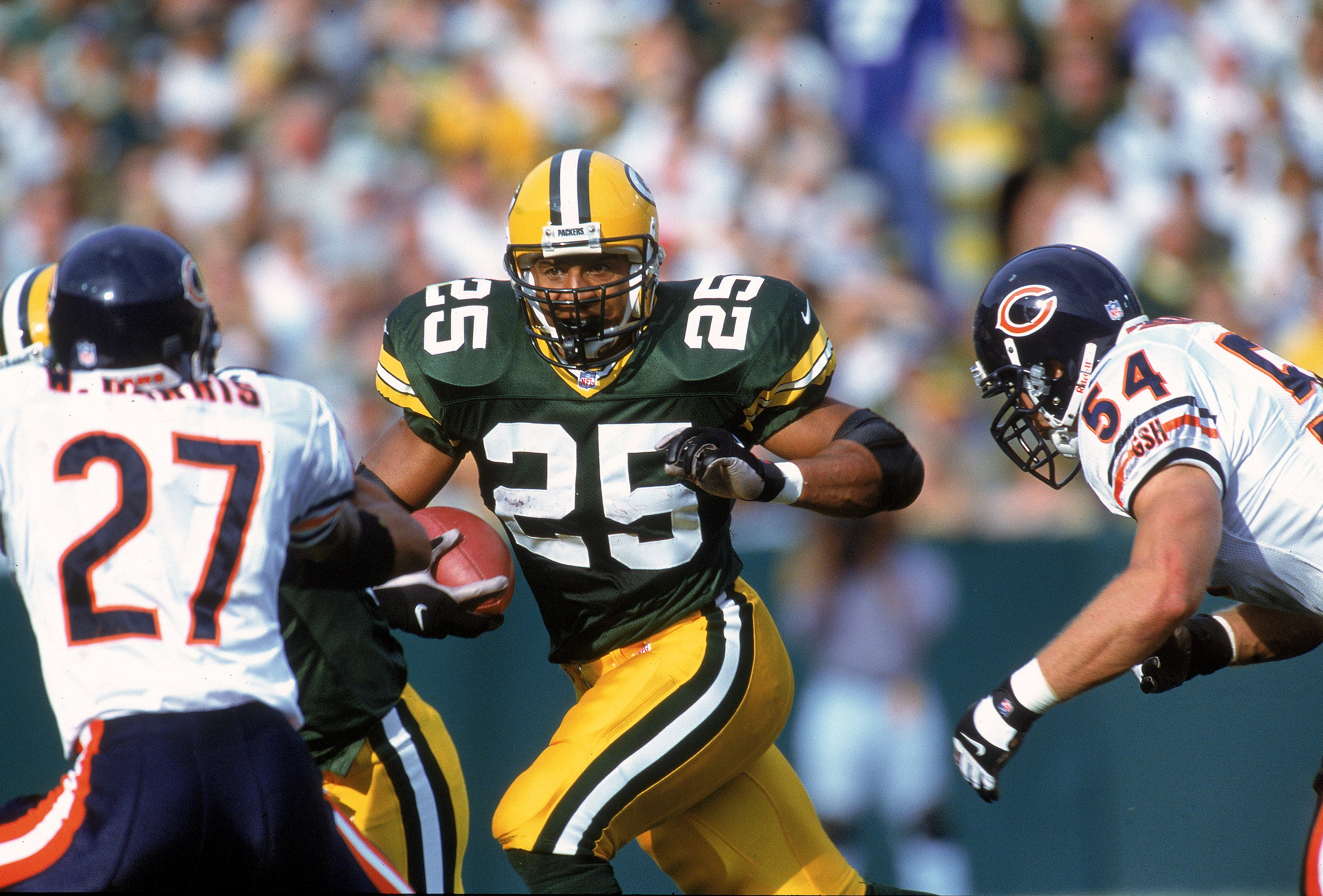 1 Oct 2000:  Dorsey Levens #25 of the Green Bay Packers carries the ball as he tries to avoid the tackle by Walt Harris #27 and Brian Urlacher #54 of the Chicago Bears at Lambeau Field in Green Bay, Wisconsin. The Bears defeated the Packers 27-24. Mandato