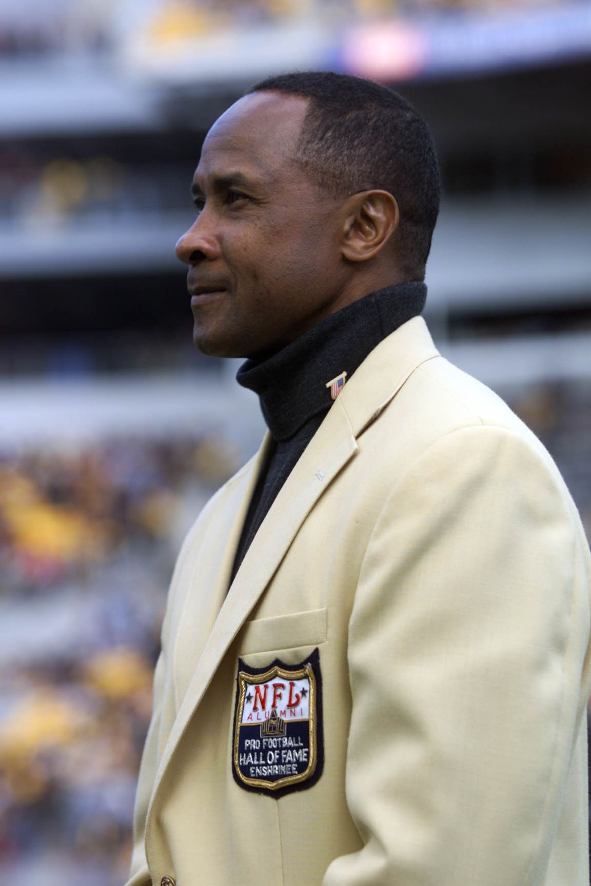 07 Oct 2001:  NFL Hall of Fame inductee and ex-Pittsburgh Steeler Lynn Swann is presented a Hall Of Fame Ring during the pre-game ceremony at Heinz Stadium in Pittsburgh, Pennsylvania. The Steelers won 16-7. DIGITAL IMAGE. Mandatory Credit: Jason Cohn/All
