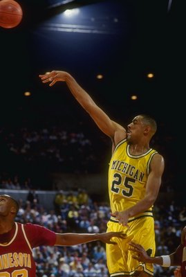 20 Feb 1993:  Juwan Howard of the Michigan Wolverines shoots the ball during a game against the Minnesota Golden Gophers. Mandatory Credit: Duane Burleson  /Allsport