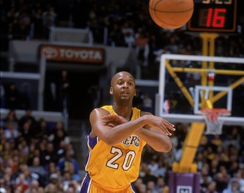 2 Feb 2001:  Brian Shaw #20 of the Los Angeles Lakers passes the ball during the game against the Charlotte Hornets at the STAPLES Center in Los Angeles, California. The Lakers defeated the Hornets 93-87.  NOTE TO USER: It is expressly understood that the