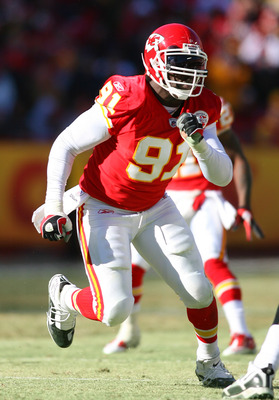 KANSAS CITY, MO - JANUARY 02:  Linebacker Tamba Hali #91 of the Kansas City Chiefs rushes the quarterback in a game against the Oakland Raiders at Arrowhead Stadium on January 2, 2011 in Kansas City, Missouri.  (Photo by Tim Umphrey/Getty Images)