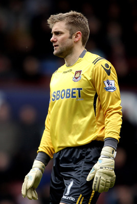 LONDON, ENGLAND - FEBRUARY 27:  Robert Green of West Ham in action during the Barclays Premier League match between West Ham United and Liverpool at the Boleyn Ground on February 27, 2011 in London, England.  (Photo by Scott Heavey/Getty Images)