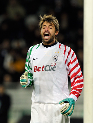 TURIN, ITALY - NOVEMBER 27:  Marco Storari of Juventus FC during the Serie A match between Juventus and Fiorentina at Olimpico Stadium on November 27, 2010 in Turin, Italy.  (Photo by Claudio Villa/Getty Images)