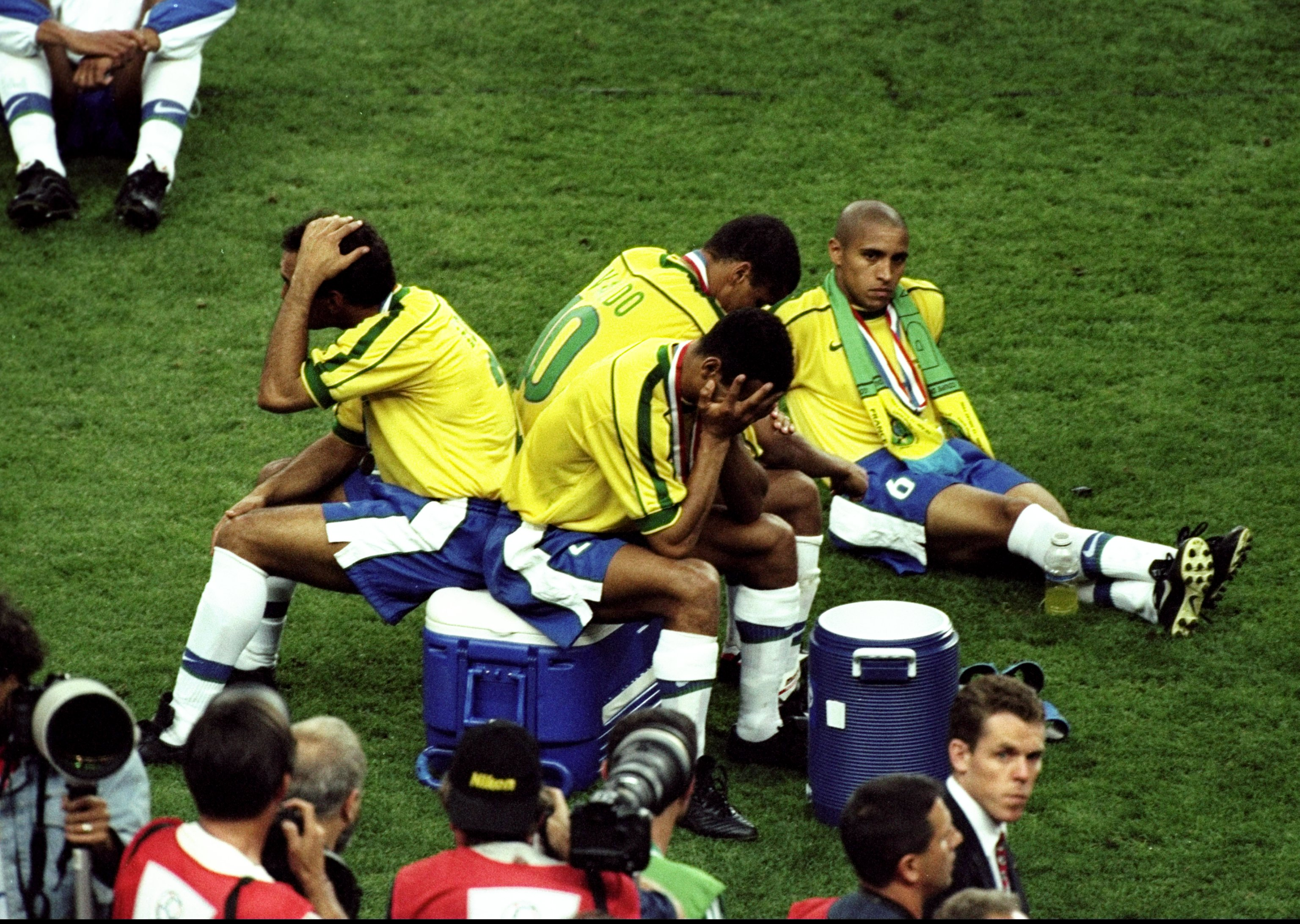 12 Jul 1998:  (L to R) Edmundo, Rivaldo, Cafu and Roberto Carlos of Brazil hang their heads in despair after losing the World Cup Final against France at the Stade de France in St Denis. France won 3-0. \ Mandatory Credit: Ross Kinnaird /Allsport