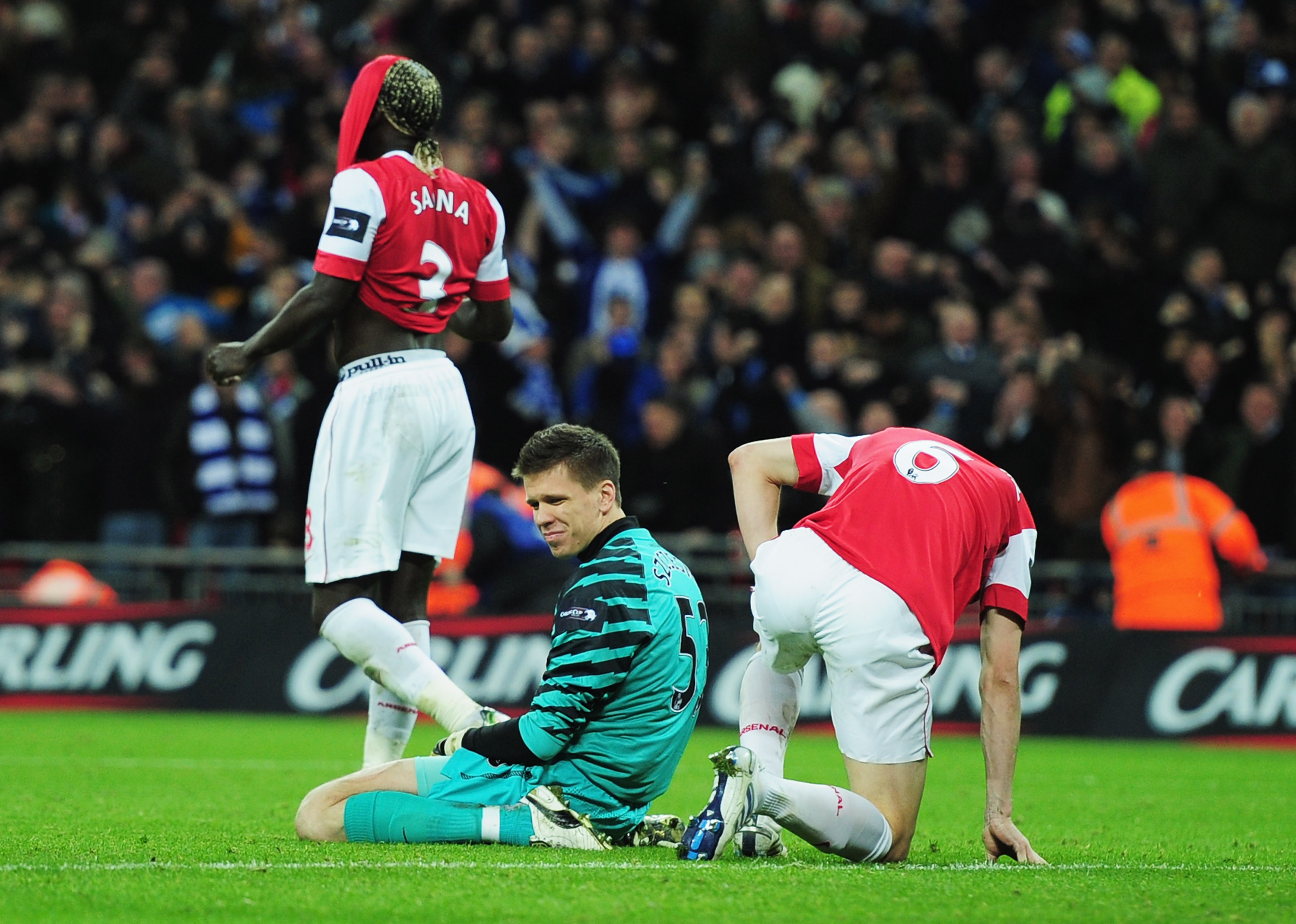 LONDON, ENGLAND - FEBRUARY 27:  Goalkeeper Wojciech Szczesny (C) of Arsenal and Laurent Koscielny react after a defensive mistake leading to the Birmingham City winning goal during the Carling Cup Final between Arsenal and Birmingham City at Wembley Stadi