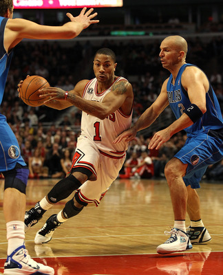 CHICAGO, IL - JANUARY 20: Derrick Rose #1 of the Chicago Bulls drives between Jason Kidd #2 and Dirk Nowitzki #41 of the Dallas Mavericks at the United Center on January 20, 2011 in Chicago, Illinois. The Bulls defeated the Mavericks 82-77. NOTE TO USER: