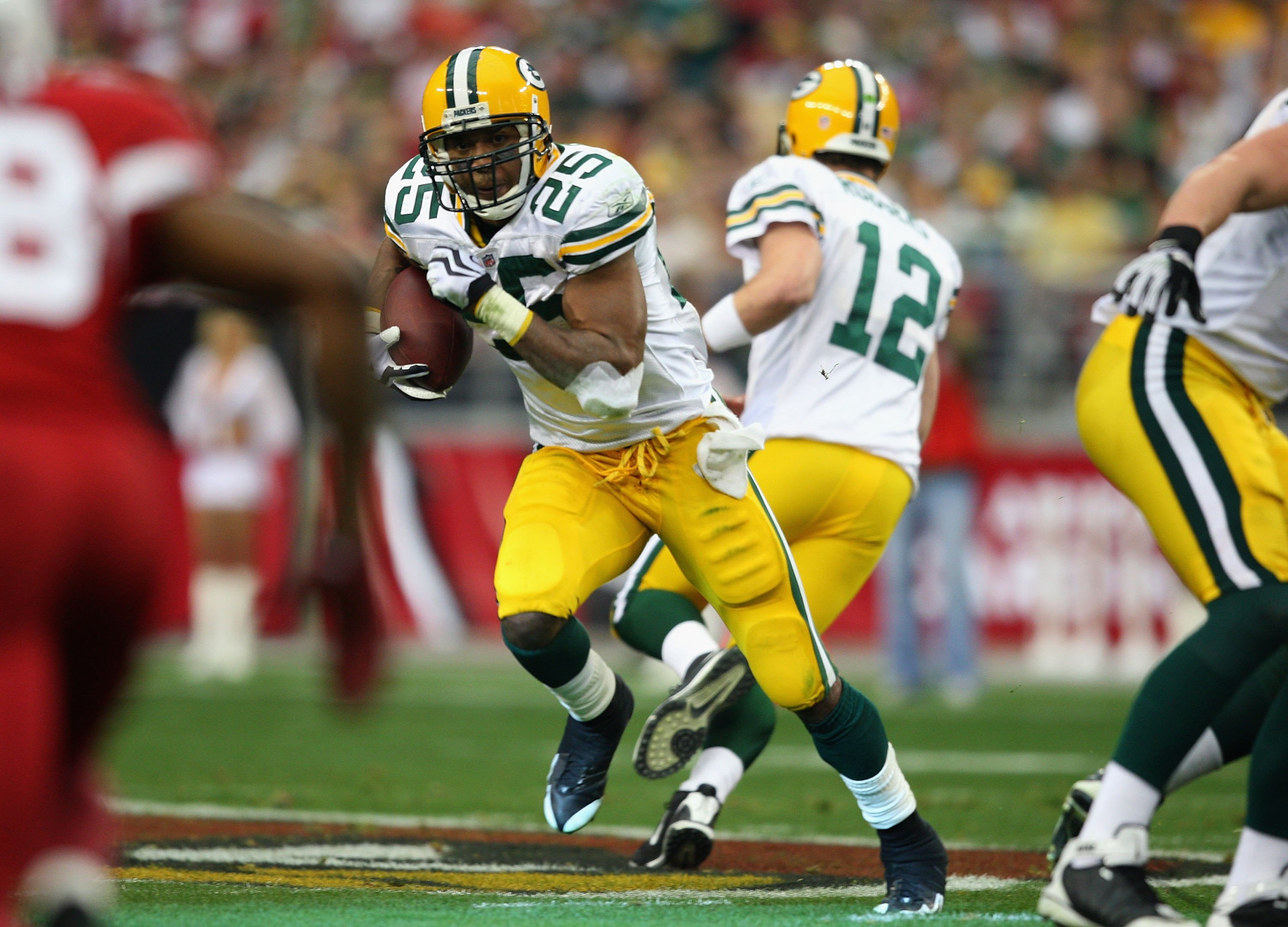 GLENDALE, AZ - JANUARY 03:  Runningback Ryan Grant #25 of the Green Bay Packers runs with the ball during the NFL game against the Arizona Cardinals at the Universtity of Phoenix Stadium on January 3, 2010 in Glendale, Arizona.  The Packers defeated the C