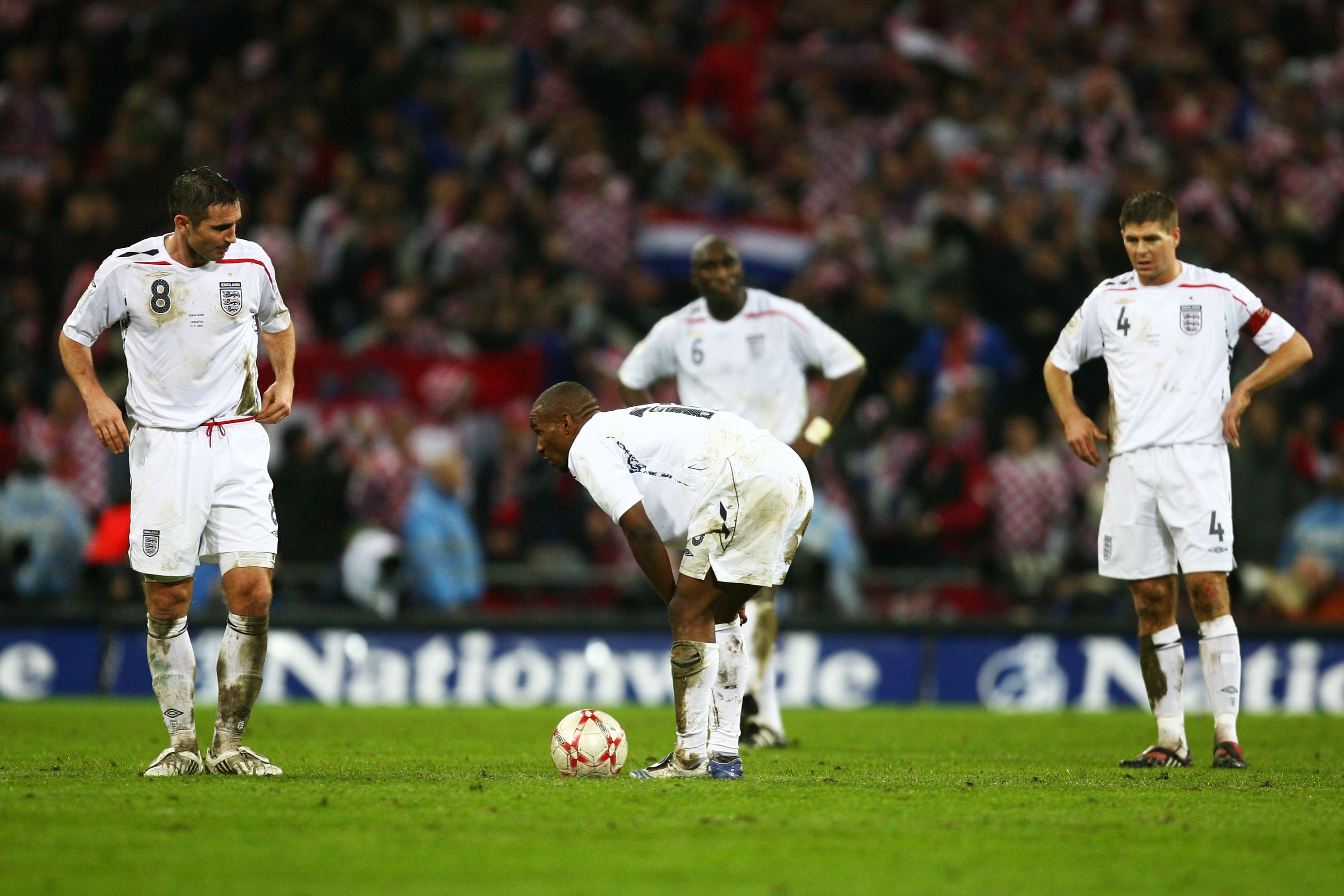 LONDON - NOVEMBER 21:  Jermain Defoe of England looks dejected with Frank Lampard and Steven Gerrard during the Euro 2008 Group E qualifying match between England and Croatia at Wembley Stadium on November 21, 2007 in London, England.  (Photo by Alex Live