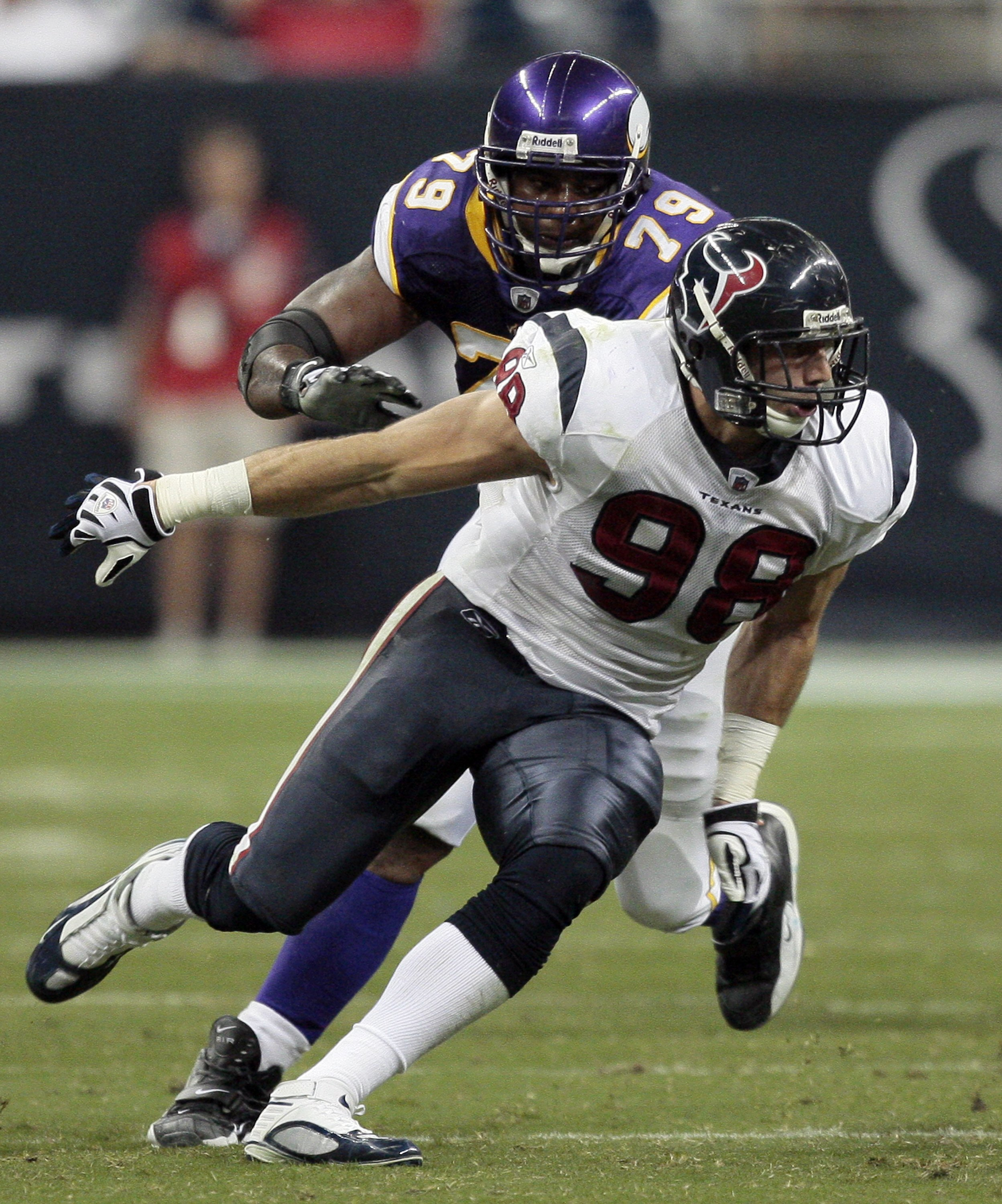 HOUSTON - AUGUST 31:  Defensive end Connor Barwin #98 of the Houston Texans goes around guard Artis Hicks #79 of the Minnesota Vikings at Reliant Stadium on August 31, 2009 in Houston, Texas.  (Photo by Bob Levey/Getty Images)