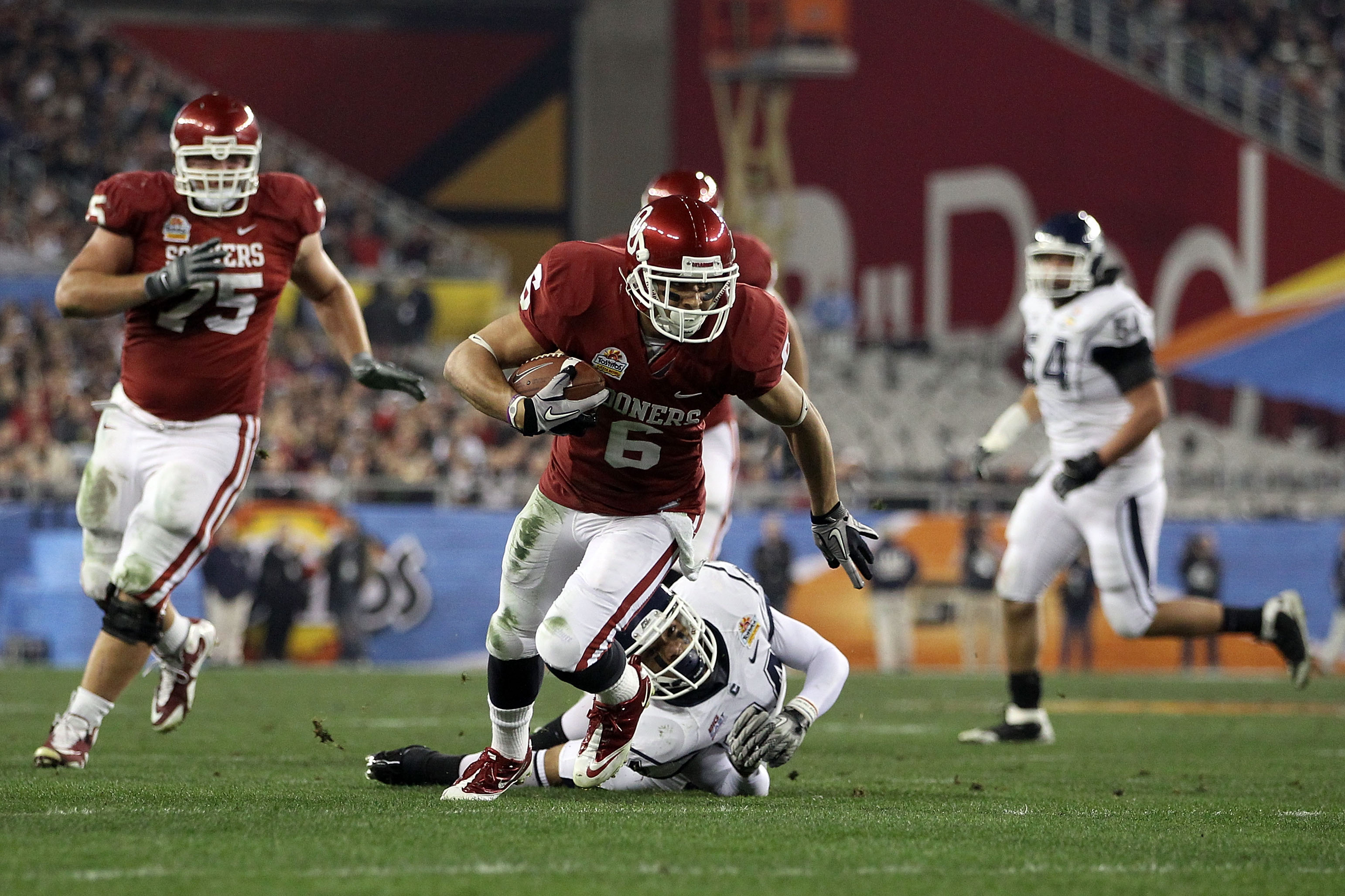 GLENDALE, AZ - JANUARY 01:  Cameron Kenney #6 of the Oklahoma Sooners runs after a catch against the Connecticut Huskies during the Tostitos Fiesta Bowl at the Universtity of Phoenix Stadium on January 1, 2011 in Glendale, Arizona.  (Photo by Christian Pe