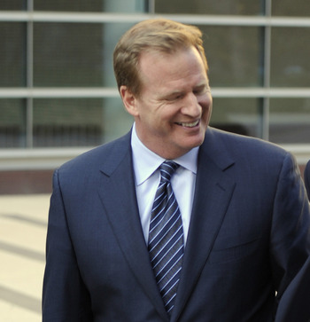 MINNEAPOLIS, MN - MAY 16: NFL Commissioner Roger Goodell leaves court-ordered mediation at the U.S. Courthouse on May 16, 2011 in Minneapolis, Minnesota. Mediation was ordered after a hearing on an antitrust lawsuit filed by NFL players against the NFL ow