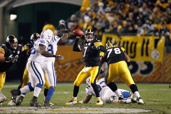 PITTSBURGH - NOVEMBER 9:  Quarterback Ben Roethlisberger #7 of the Pittsburgh Steelers looks to pass down the field during the game against the Indianapolis Colts on November 9, 2008 at Heinz Field in Pittsburgh, Pennsylvania. (Photo by: Rick Stewart/Gett