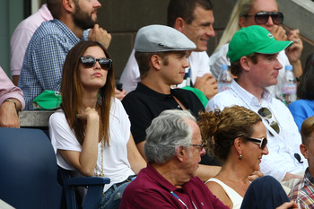 NEW YORK - SEPTEMBER 13:  Rachel Bilson (L) and Hayden Christensen watch the men's semifinals during day fourteen of the 2009 U.S. Open at the USTA Billie Jean King National Tennis Center on September 13, 2009 in the Flushing neighborhood of the Queens bo