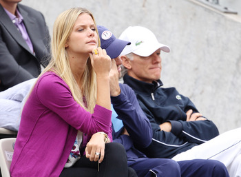 PARIS - MAY 29:  Girlfriend of Andy Roddick of the United States model Brooklyn Decker watches the men's singles third round match between Andy Roddick of the United States and Teimuraz Gabashvili of Russia on day seven of the French Open at Roland Garros