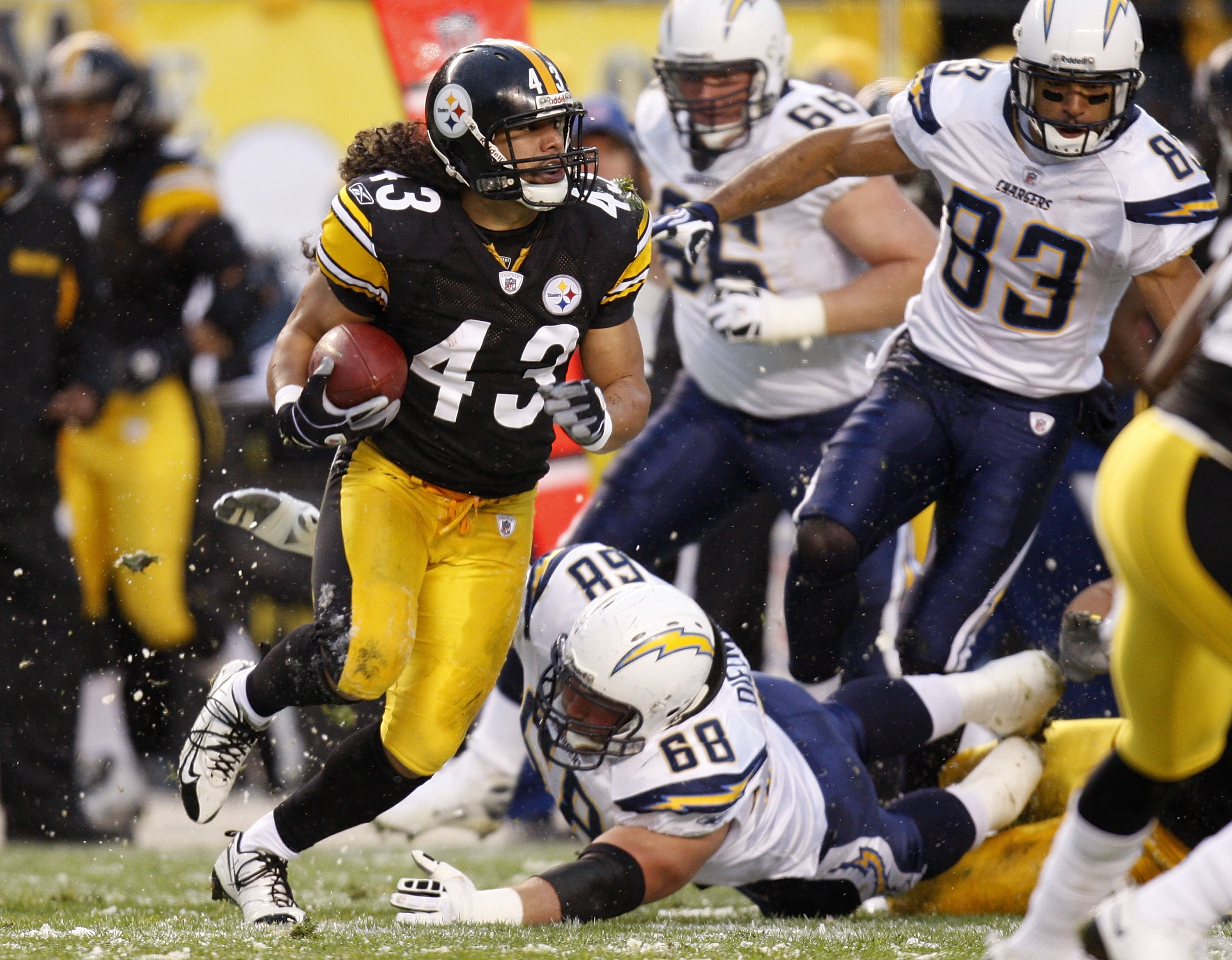 Troy Polamalu returning an interception up field against Philip Rivers and the Chargers