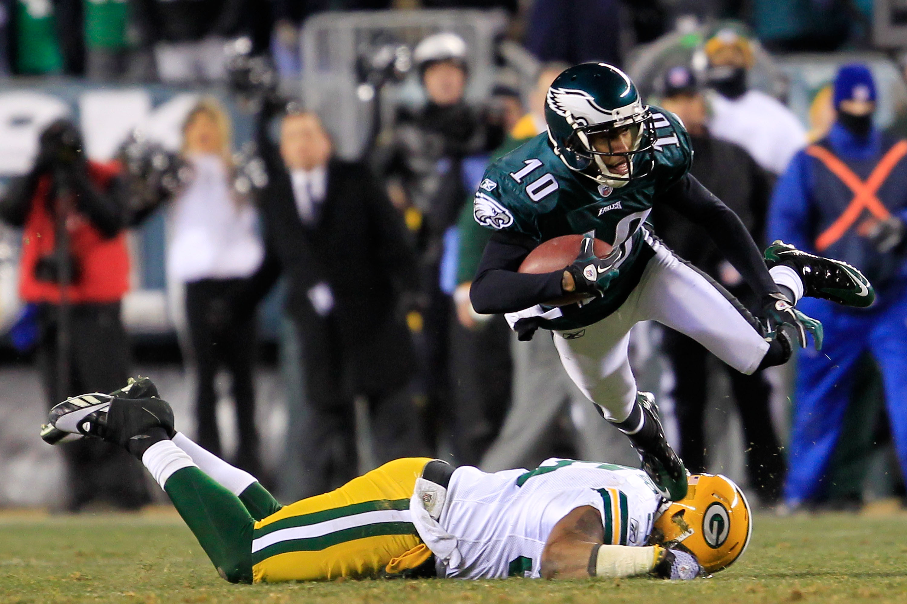 PHILADELPHIA, PA - JANUARY 09:  DeSean Jackson #10 of the Philadelphia Eagles runs down field against Desmond Bishop #55 of the Green Bay Packers during the 2011 NFC wild card playoff game at Lincoln Financial Field on January 9, 2011 in Philadelphia, Pen