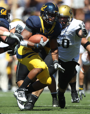 BERKELEY, CA - SEPTEMBER 11: Shane Vereen #34 of the California Golden Bears runs against Curtis Cunningham #50 of the Colorado Buffaloes at California Memorial Stadium on September 11, 2010 in Berkeley, California. (Photo by Jed Jacobsohn/Getty Images)