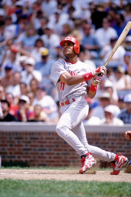 16 Jul 1995: CINCINNATI SHORTSTOP BARRY LARKIN WATCHES A SHOT TO LEFT FIELD DURING THE REDS 7-5 LOSS TO THE CHICAGO CUBS AT WRIGLEY FIELD IN CHICAGO, ILLINOIS.
