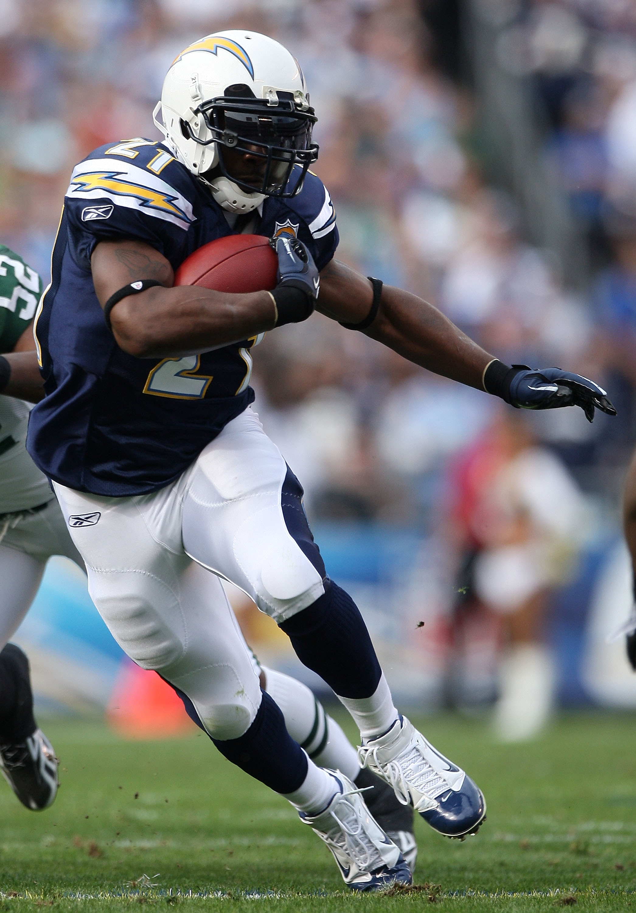 SAN DIEGO - JANUARY 17:  Running back LaDainian Tomlinson #21 of the San Diego Chargers runs with the ball against the New York Jets during the AFC Divisional Playoff Game at Qualcomm Stadium on January 17, 2010 in San Diego, California.  (Photo by Donald
