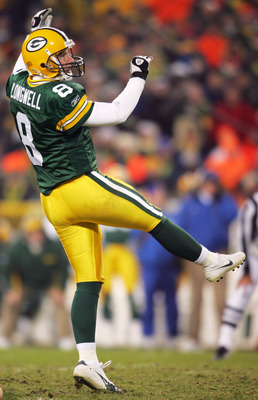GREEN BAY, WI - NOVEMBER 29:  Ryan Longwell #8 of the Green Bay Packers kicks a field goal against the St. Louis Rams November 29, 2004 at Lambeau Field in Green Bay, Wisconsin. The Packers defeated the Rams 45-17.  (Photo by Matthew Stockman/Getty Images