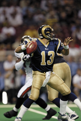 ST. LOUIS, MO - AUGUST 18:  Quarterback Kurt Warner #13 of the St. Louis Rams looks to pass against the Tampa Bay Buccaneers during the NFL preseason game at the Edward Jones Dome on August 18, 2003 in St. Louis, Missouri.  The Rams defeated the Buccaneer