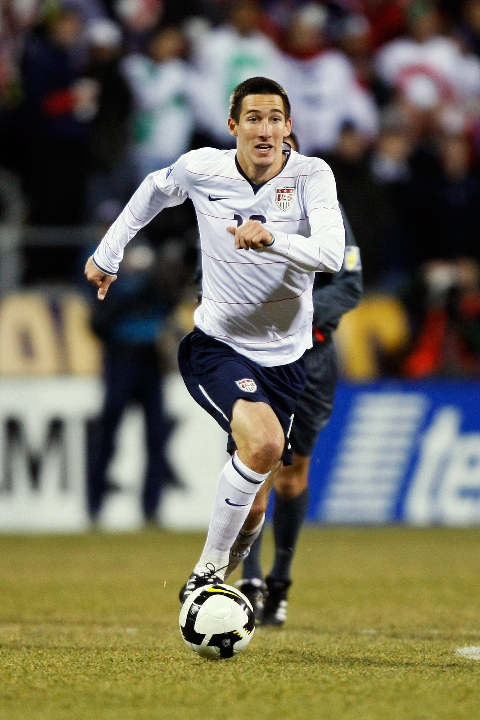 COLUMBUS, OH - FEBRUARY 11:  Sacha Kljestan #16 of USA dribbles the ball against Mexico during a FIFA 2010 World Cup qualifying match in the CONCACAF region on February 11, 2009 at Columbus Crew Stadium in Columbus, Ohio. (Photo by Jamie Sabau/Getty Image
