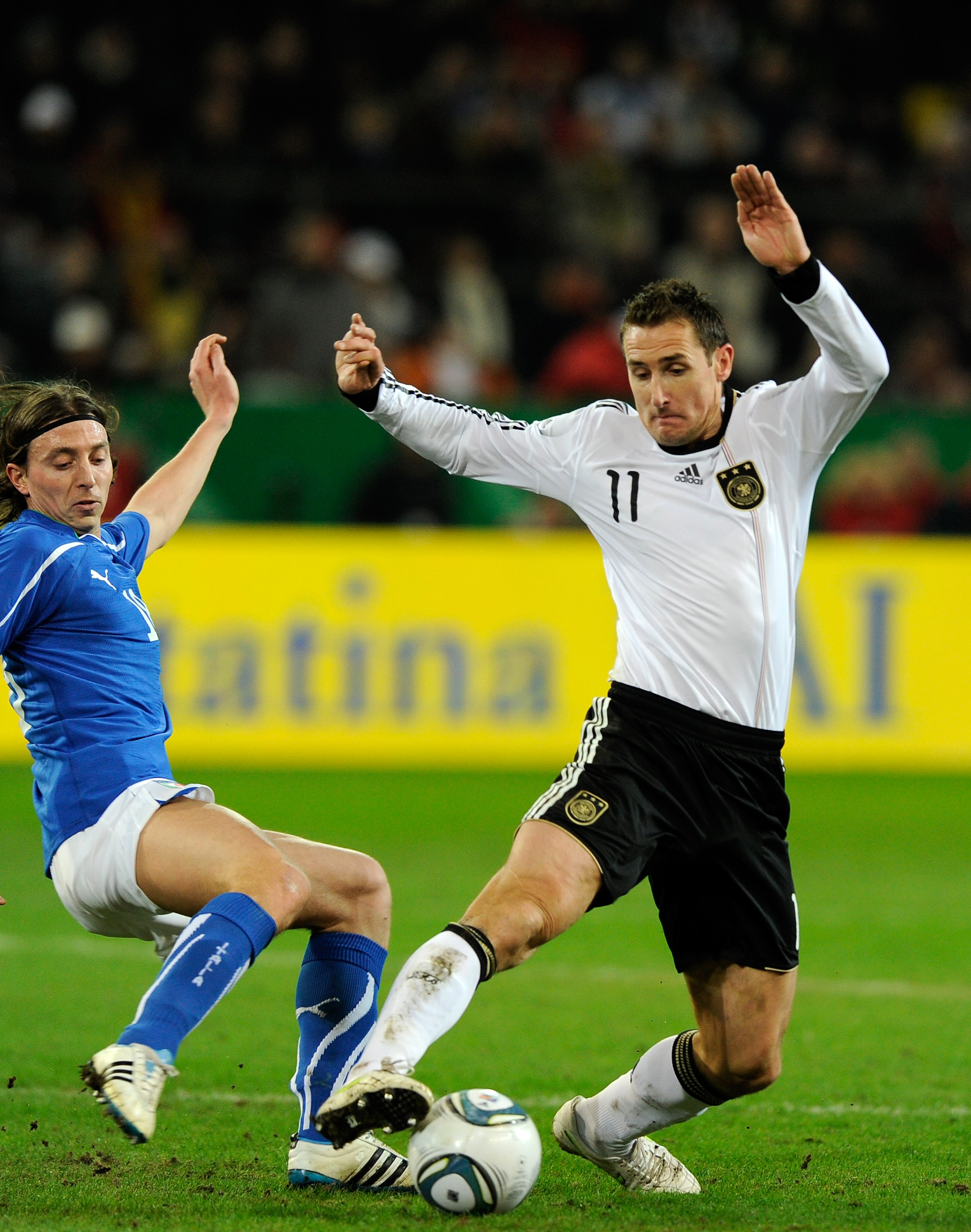 DORTMUND, GERMANY - FEBRUARY 09:  Riccardo Montolivo of Italy and Miroslav Klose of Germany compete for the ball during the International Friendly match between Germany and Italy on February 9, 2011 in Dortmund, Germany.  (Photo by Claudio Villa/Getty Ima