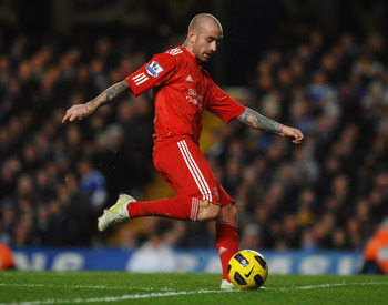 LONDON, ENGLAND - FEBRUARY 06:  Raul Meireles of Liverpool in action during the Barclays Premier League match between Chelsea and Liverpool at Stamford Bridge on February 6, 2011 in London, England.  (Photo by Laurence Griffiths/Getty Images)