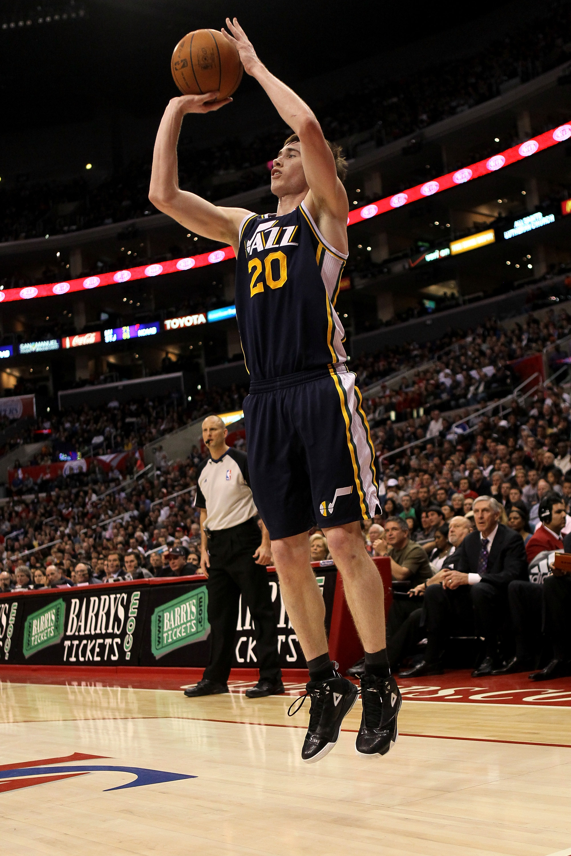 LOS ANGELES, CA - DECEMBER 29:  Gordon Hayward #20 of the Utah Jazz shoots against the Los Angeles Clippers at Staples Center on December 29, 2010 in Los Angeles, California.   The Jazz won 103-85.  NOTE TO USER: User expressly acknowledges and agrees tha