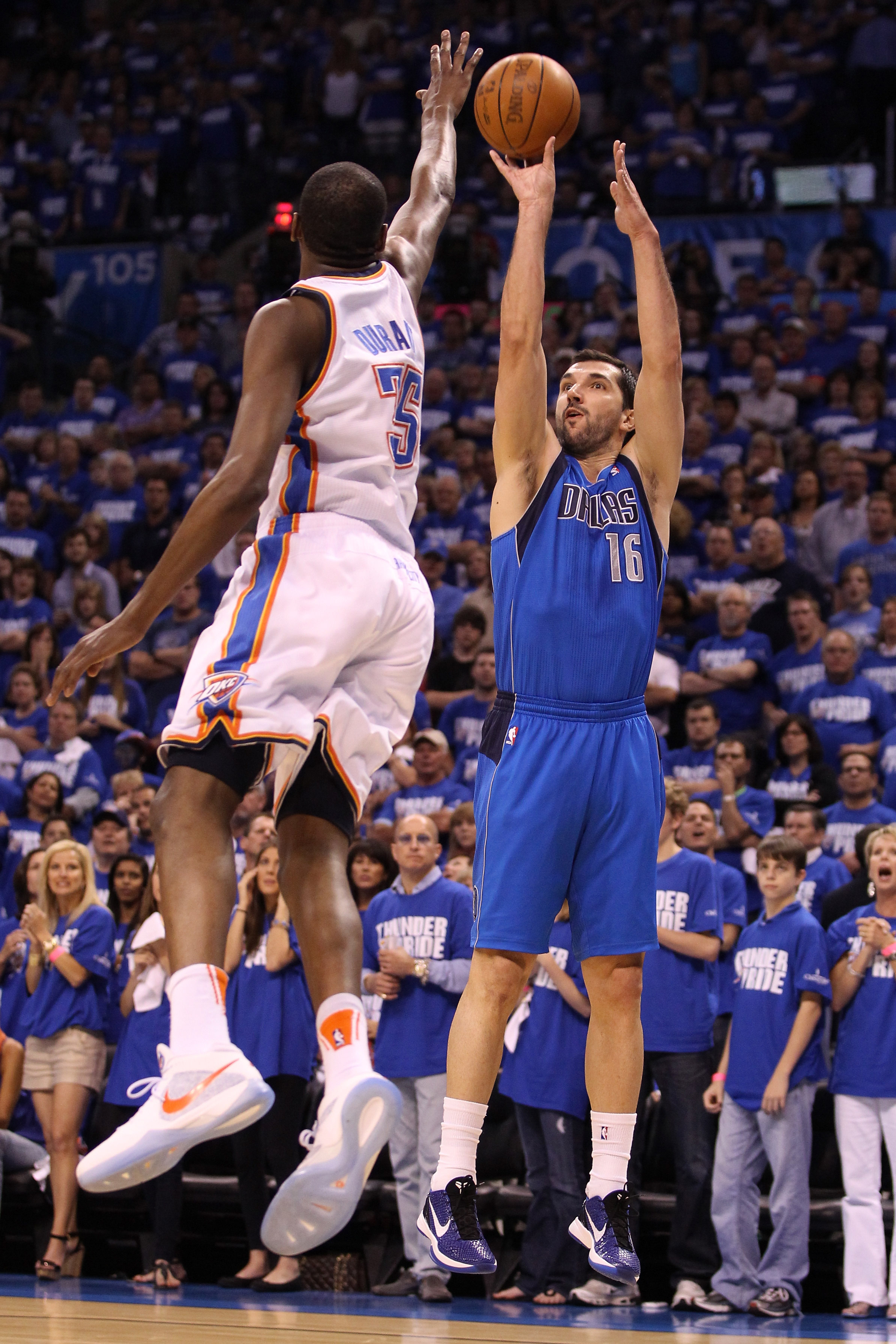 OKLAHOMA CITY, OK - MAY 21:  Peja Stojakovic #16 of the Dallas Mavericks shoots the ball over Kevin Durant #35 of the Oklahoma City Thunder in the first quarter in Game Three of the Western Conference Finals during the 2011 NBA Playoffs at Oklahoma City A